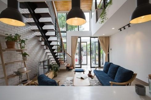 Nhà tối giản nhưng đầy đủ ánh sáng và cây xanh - Ảnh 2.