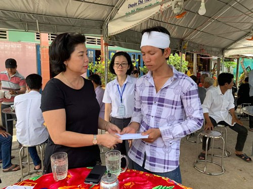 CÔNG ĐOÀN DỆT MAY VIỆT NAM: Hỗ trợ gia đình công nhân khó khăn - Ảnh 1.