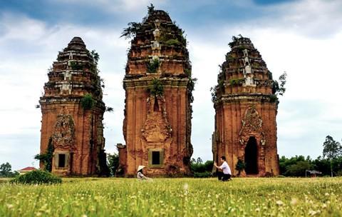 Tháp cổ nghìn năm ở miền đất Võ, trời Văn - Ảnh 2.