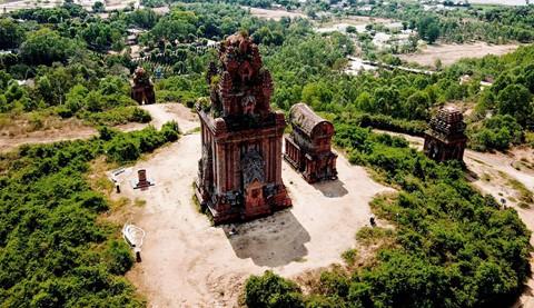 Tháp cổ nghìn năm ở miền đất Võ, trời Văn - Ảnh 12.