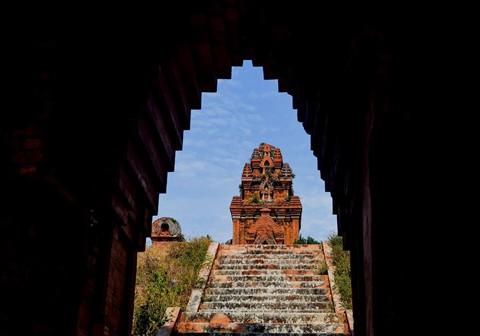 Tháp cổ nghìn năm ở miền đất Võ, trời Văn - Ảnh 13.