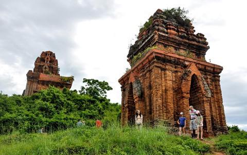 Tháp cổ nghìn năm ở miền đất Võ, trời Văn - Ảnh 16.