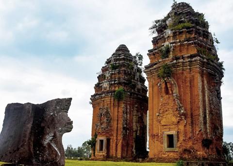 Tháp cổ nghìn năm ở miền đất Võ, trời Văn - Ảnh 3.