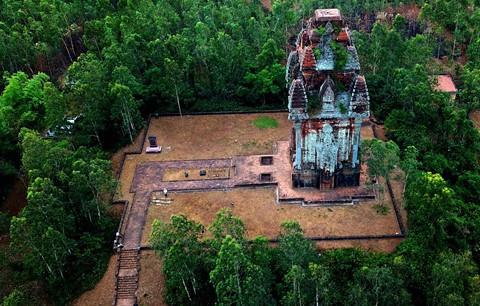 Tháp cổ nghìn năm ở miền đất Võ, trời Văn - Ảnh 4.