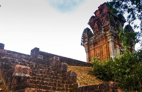 Tháp cổ nghìn năm ở miền đất Võ, trời Văn - Ảnh 5.