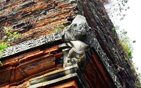 Tháp cổ nghìn năm ở miền đất Võ, trời Văn - Ảnh 10.