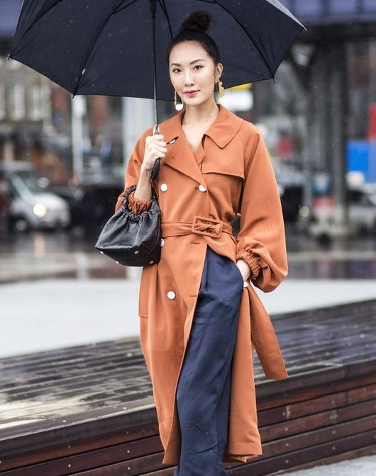 Những quy tắc thời trang khi diện đồ ngày mưa - Ảnh 3.