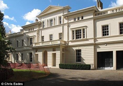 Danh sách bất động sản bom tấn của ông chủ Chelsea - Ảnh 3.