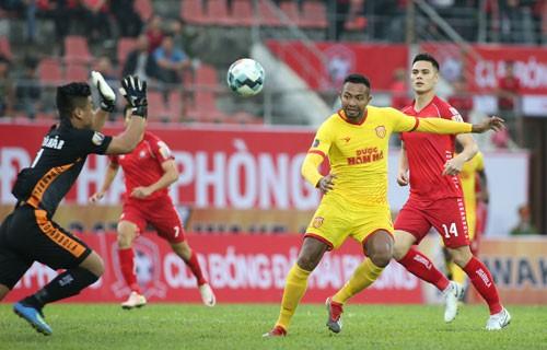 Adriano Schmidt mang tinh thần Đức lên tuyển - Ảnh 1.