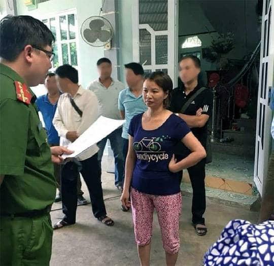 Mẹ nữ sinh giao gà ở Điện Biên nói gì khi bị bắt khẩn cấp? - Ảnh 1.