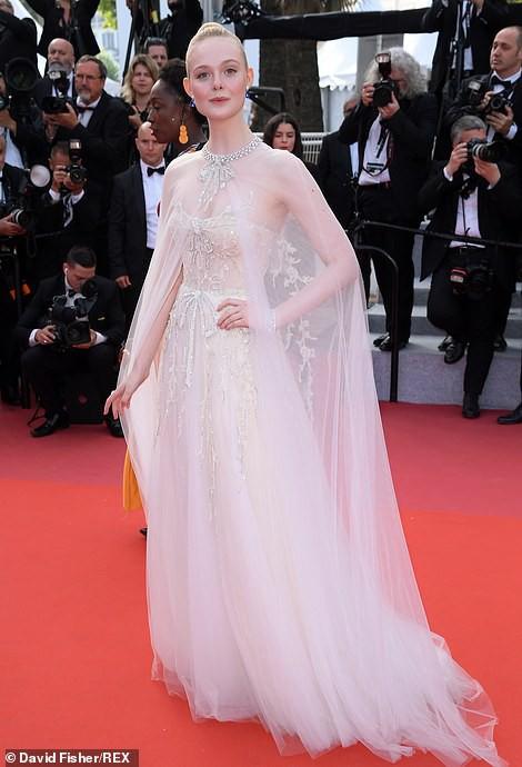 Chương Tử Di khoe khéo vòng một ở ngày cuối Liên hoan Phim Cannes - Ảnh 5.