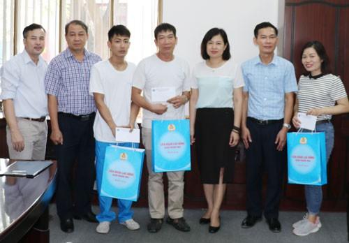 Hà Nội: Thăm hỏi công nhân bị tai nạn lao động, bệnh nghề nghiệp - Ảnh 1.