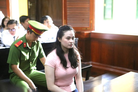 Hotgirl Ngoc Miu ra toa cung nguoi tinh Van Kinh Duong