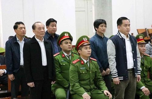 Video cuu thu truong Bo Cong an ra toa cung Vu nhom