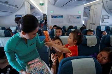 Nhiều cơ hội nhận quà Vietnam Airlines ngày 1-6 - Ảnh 1.