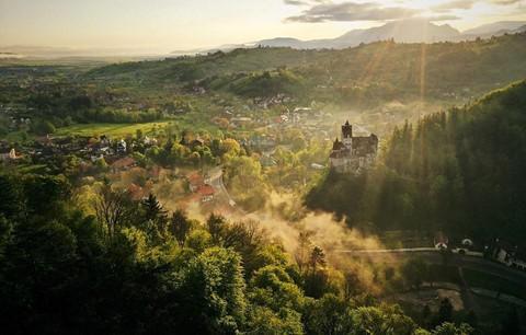 Vùng đất của bá tước ma cà rồng nhìn từ trên cao - Ảnh 11.