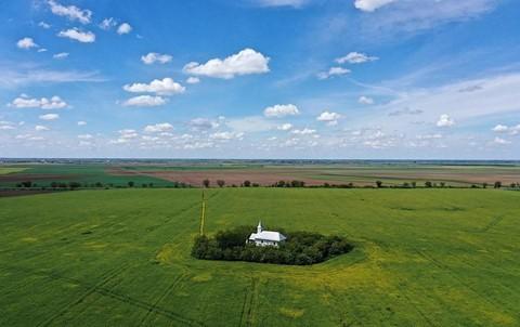 Vùng đất của bá tước ma cà rồng nhìn từ trên cao - Ảnh 13.