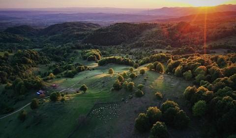 Vùng đất của bá tước ma cà rồng nhìn từ trên cao - Ảnh 16.