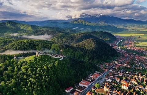 Vùng đất của bá tước ma cà rồng nhìn từ trên cao - Ảnh 20.