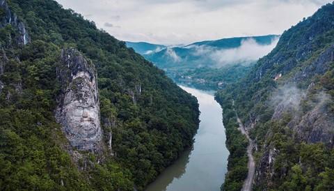 Vùng đất của bá tước ma cà rồng nhìn từ trên cao - Ảnh 4.
