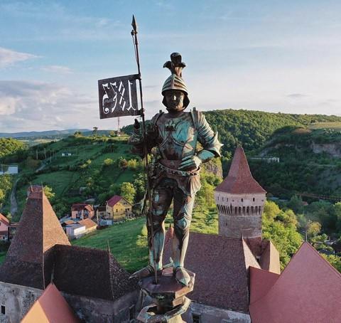 Vùng đất của bá tước ma cà rồng nhìn từ trên cao - Ảnh 31.
