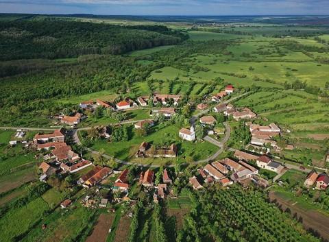 Vùng đất của bá tước ma cà rồng nhìn từ trên cao - Ảnh 7.