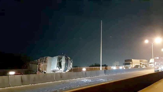 CLIP: Cầu Phú Mỹ lại tê liệt, ngàn người ngao ngán - Ảnh 4.