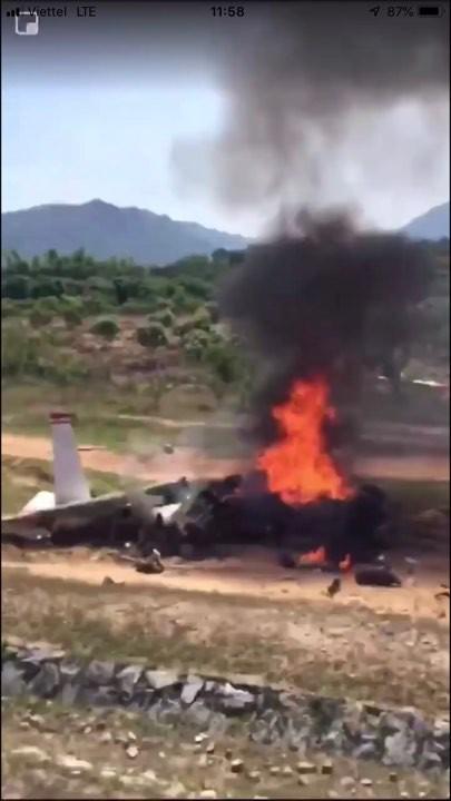 Cận cảnh rơi máy bay ở Khánh Hòa, 2 người tử nạn - Ảnh 3.