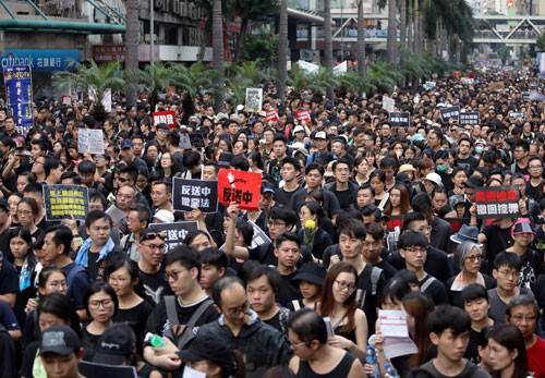 Lãnh đạo Hồng Kông đối mặt sức ép - ảnh 1
