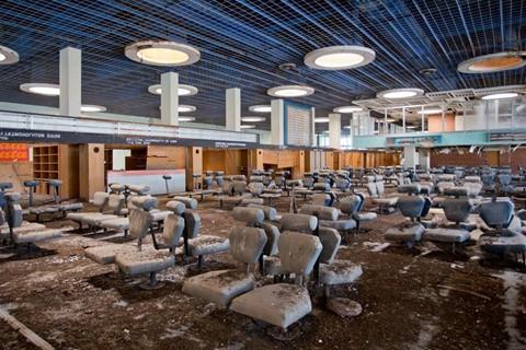 8 sân bay bỏ hoang đáng sợ nhất thế giới - Ảnh 2.