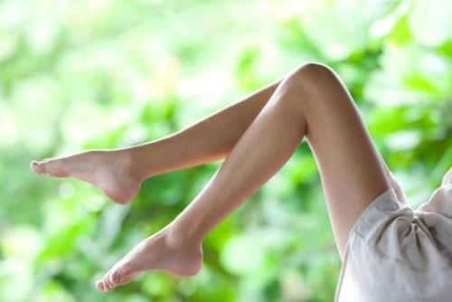 5 cách giúp nàng sở hữu cặp đùi trắng mịn - Ảnh 1.