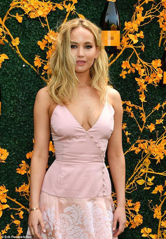 Jennifer Lawrence đẹp ngọt ngào khoe nhẫn đính hôn - Ảnh 4.