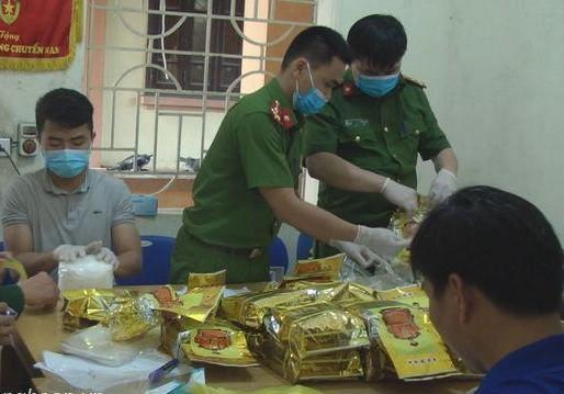 Phá đường dây buôn ma túy xuyên quốc gia đưa vào TP HCM tiêu thụ - Ảnh 2.