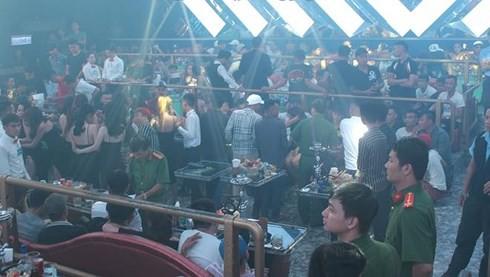Đồng Nai: Cảnh sát phát hiện 200 người ở quán bar dương tính với ma túy - Ảnh 1.