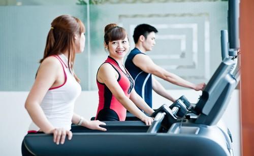 Phụ nữ tập gym có tốt không? - Ảnh 2.
