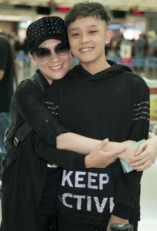 Phi Nhung đưa con nuôi Hồ Văn Cường đi Mỹ lưu diễn - Ảnh 3.