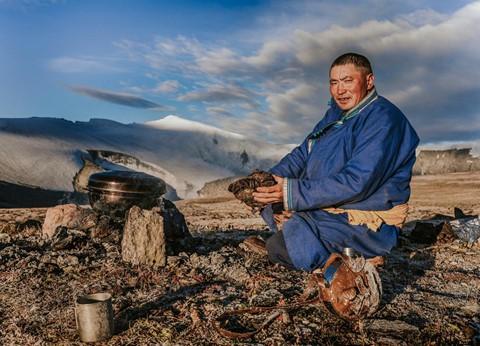 Cuộc sống dưới cánh đại bàng của người dân Mông Cổ - Ảnh 10.