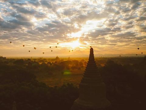 Tiếng vó ngựa len lỏi giữa những khu đền ở Myanmar - Ảnh 2.