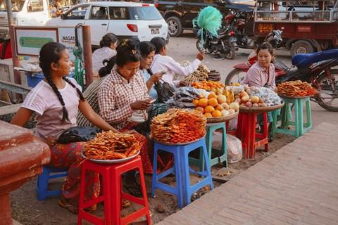 Tiếng vó ngựa len lỏi giữa những khu đền ở Myanmar - Ảnh 13.
