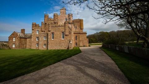 Sống như hoàng gia trong lâu đài cho thuê của hoàng tử xứ Wales - Ảnh 1.