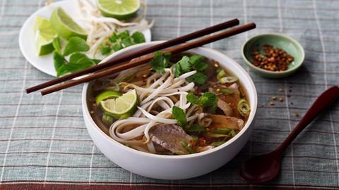 Phở Việt Nam và những món ăn nghe tên biết ngay xuất xứ - Ảnh 1.
