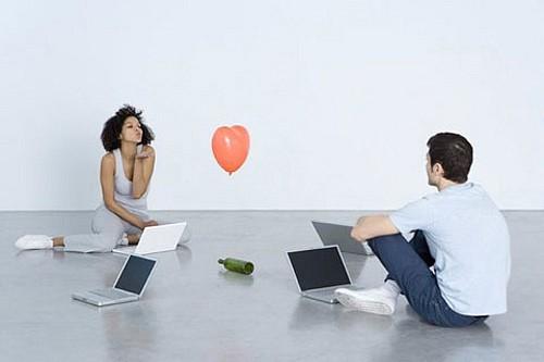Yêu trên mạng, sảy chân là tan hoang hết - Ảnh 2.