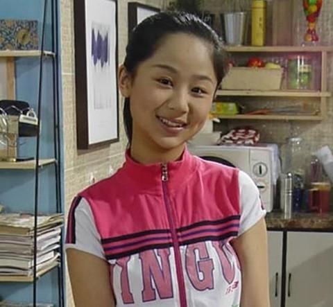 Những sao nhí dậy thì thành công của showbiz Trung Quốc - Ảnh 2.