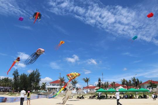 Ánh Tuyết, Mỹ Tâm biểu diễn tại Festival du lịch biển Tam Kỳ - Ảnh 1.
