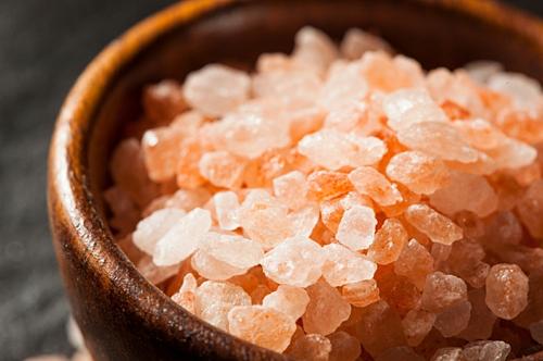 Nở rộ trào lưu bán muối hồng Himalaya - Ảnh 1.