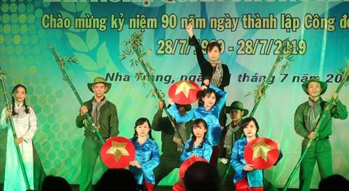 KHÁNH HÒA: Văn nghệ mừng ngày thành lập Công đoàn Việt Nam - Ảnh 1.
