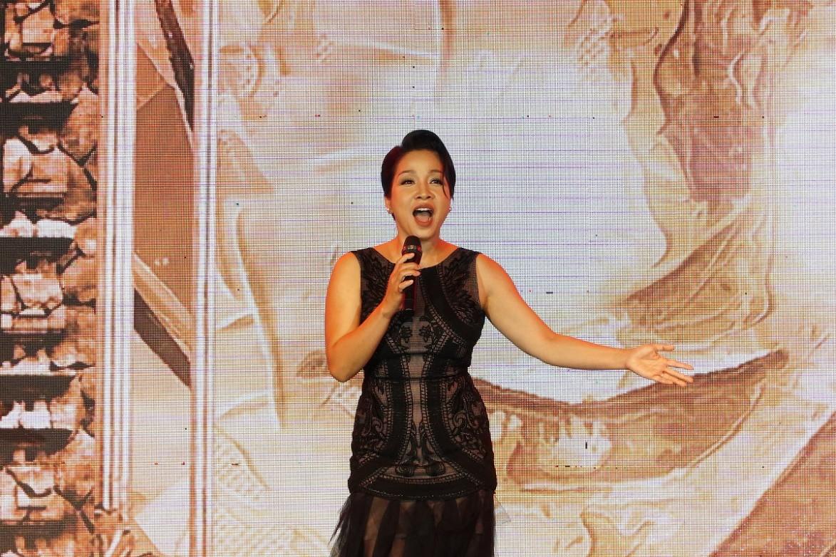 [eMagazine] - Ca sĩ Mỹ Linh: Giải Mai Vàng là dấu mốc quan trọng của gia đình tôi - Ảnh 7.