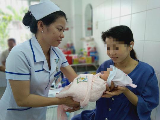 Hy hữu cứu sống bé gái sơ sinh có dây rốn thắt nút như bím tóc - Ảnh 2.