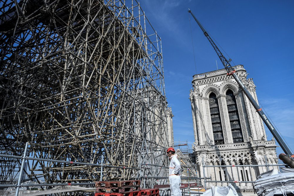 Nhà thờ Đức Bà Paris vẫn chưa đủ an toàn để được trùng tu  - Ảnh 15.