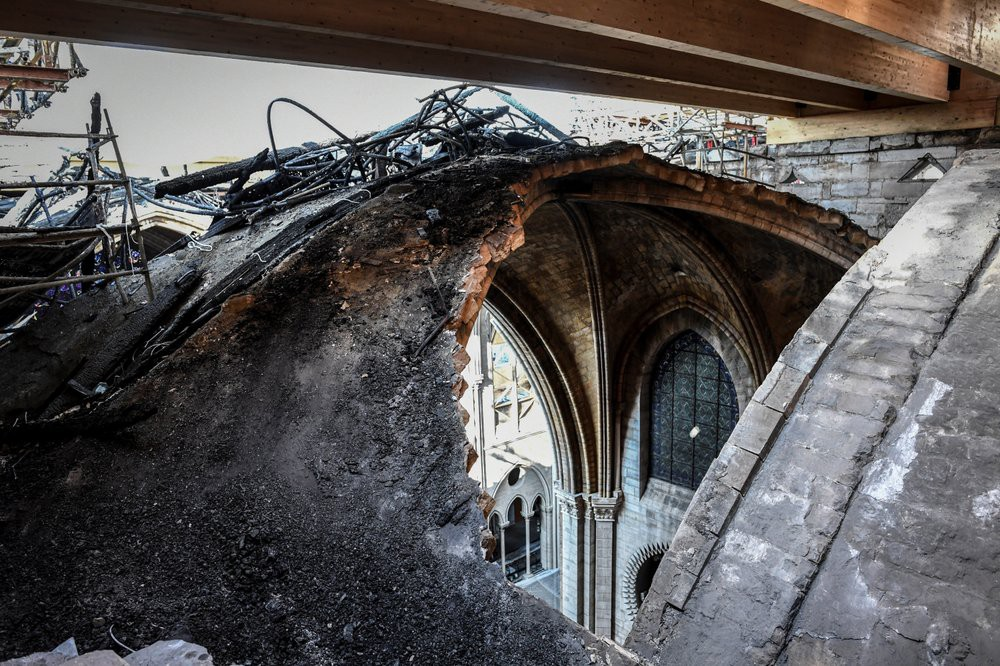 Nhà thờ Đức Bà Paris vẫn chưa đủ an toàn để được trùng tu  - Ảnh 10.